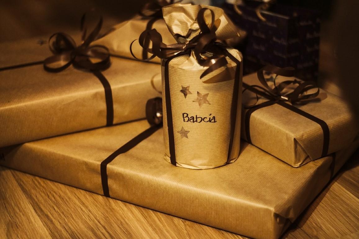 Pomysł na prezent dla seniora – zdrowie pod choinką