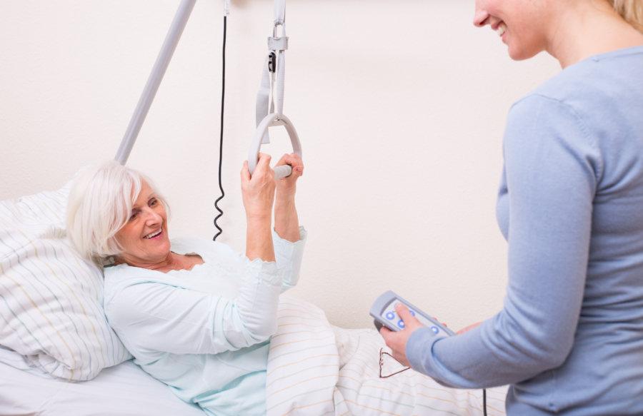 Łóżko chorego – jak zapobiegać odleżynom?